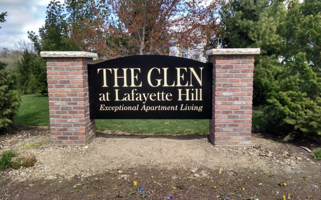Lafayette Hills, PA – Monument Sign Identifies Apartment Entrance for Paradise Management